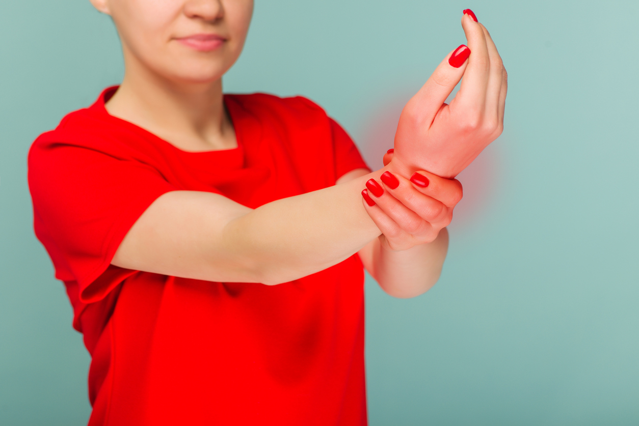 woman with neuropathic pain in wrist