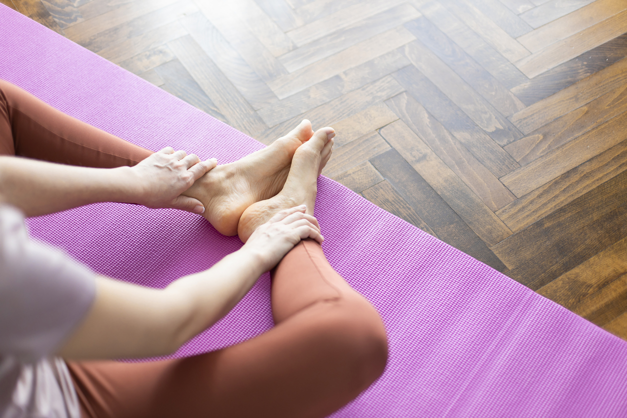 ease hip pain with stretches